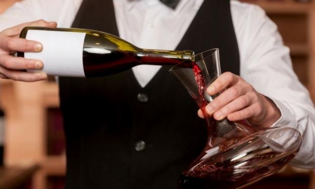 Apertura vino invecchiato