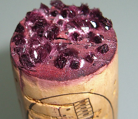 Tartaro accumulato in un tappo di vino
