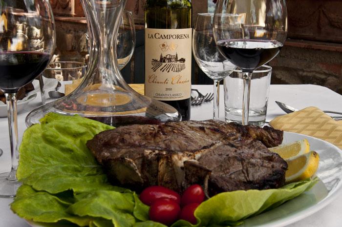 Bistecca fiorentina e Chianti - Fonte: www.invitationtotuscany.com
